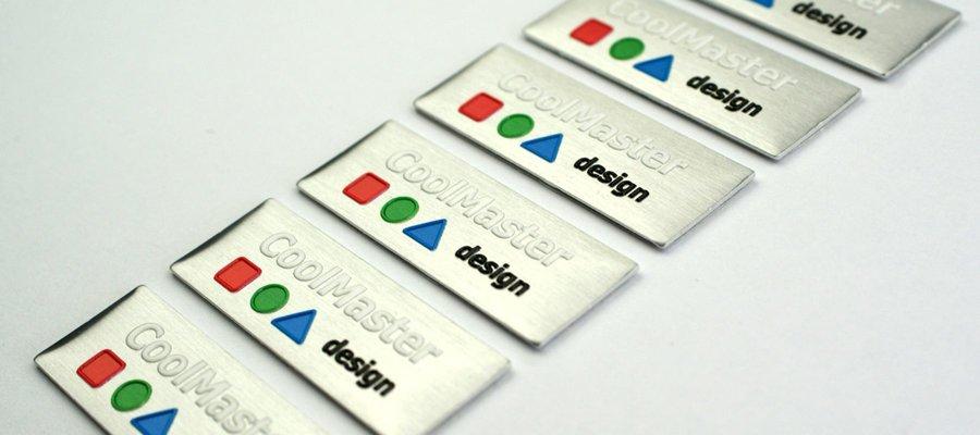Tabliczki z logo