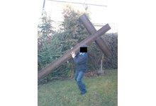 Krzyż rustykalny dla dekoracji kościoła oraz drogi krzyżowej - zdjęcie