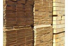 Więźba dachowa, drewno budowlane, deski szalunkowe - zdjęcie