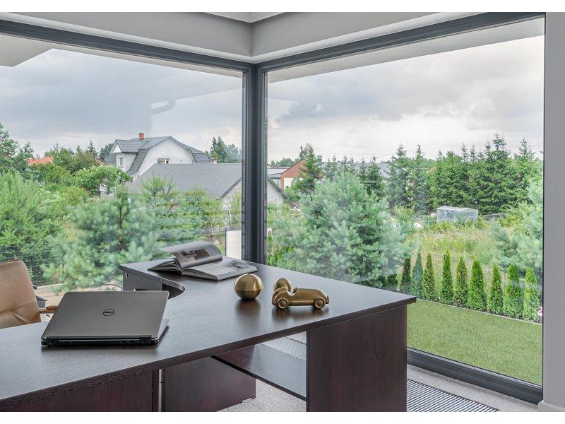 Narożne okna i drzwi tarasowe - efektowna ozdoba domu zdjęcie