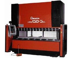 Krępowanie blach: Giętarka sterowana numerycznie AMADA CNC - zdjęcie