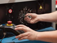 Zakuwanie przewodów przemysłowych - zdjęcie