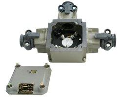 Ognioszczelna skrzynka połączeniowa typu OSP-6 odmiana 1 (500V, 32A) - zdjęcie