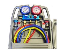 Zestaw manometrów z szybkozłączami do klimatyzacji samochodowej oraz stacjonarnej - zdjęcie