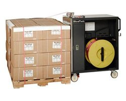 Maszyna spinająca towary na paletach - zdjęcie