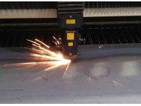 Cięcie, wycinanie laserem blachy, profili rur, kształtowników detali, elementów metalowych ze stali konstrukcyjnej - zdjęcie