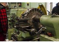 Regeneracja, naprawa rolek, kół do pojazdów szynowych, suwnic, rolek samotoków, wałów i czopów - zdjęcie