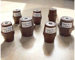 Izolatory i śruby izolujące - zdjęcie