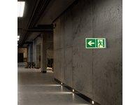 Znak przestrzenny wyjście ewakuacyjne w lewo. - zdjęcie