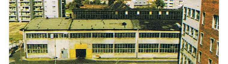 Fotografia przedstawiająca budynek DOMGOSu z lat 80., Domgos