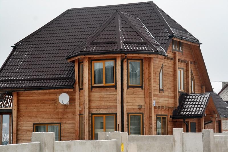 Dom z bali konstrukcyjnych