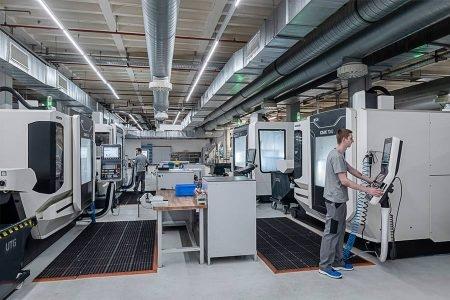 2017  Niezbędna rozbudowa obszarów produkcyjnych w Spaichingen i powiększenie warsztatu narzędziowego o najnowocześniejsze maszyny do obróbki.