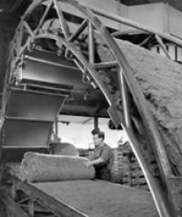 Fotografia wczesnego okresu produkcji izolacji z wełny mineralnej, Paroc